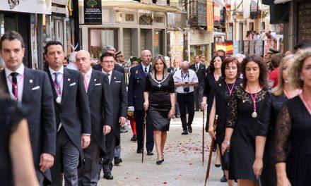 La alcaldesa Toledo encabeza la representación municipal en la Misa y Procesión del Corpus Christi