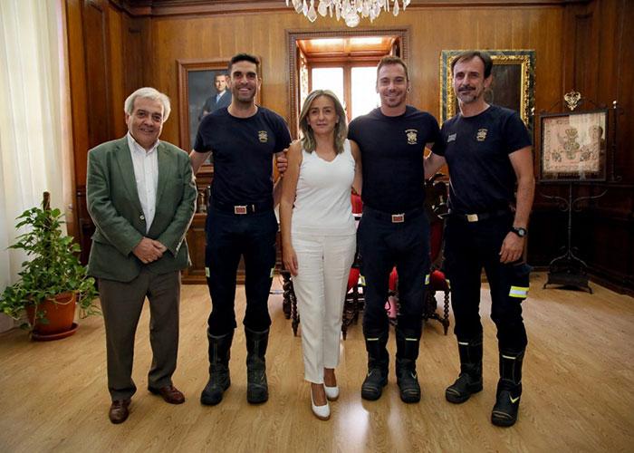 Milagros Tolón se interesa por la recuperación de los bomberos heridos y les traslada la carta de agradecimiento del padre del menor rescatado