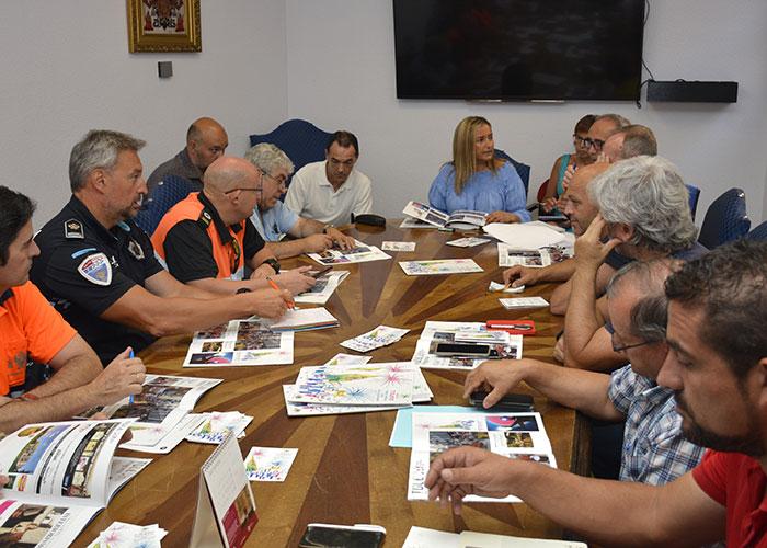 El Ayuntamiento acoge la reunión de coordinación para planificar el desarrollo las actividades de la Feria y Fiestas de Agosto