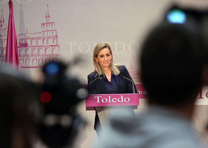 La alcaldesa valora la inminente puesta en marcha de las cubiertas de las pistas polideportivas de cuatro colegios de Toledo