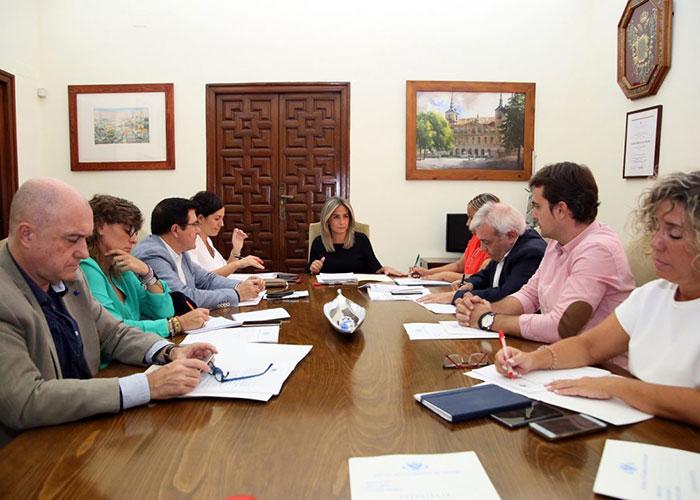 La Junta de Gobierno del Ayuntamiento autoriza renovar cinco vehículos patrulla de la Policía Local