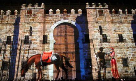 La alcaldesa celebra que Luz Toledo llene la fachada del Alcázar de toledanismo con un espectáculo que aglutina leyendas populares