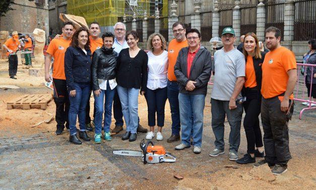Cinco artistas de carácter internacional demuestran su destreza en la escultura con motosierra en una jornada con apoyo municipal