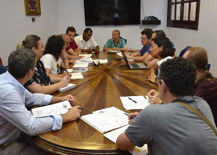 El Ayuntamiento acoge la constitución del nuevo Consejo Local de Cooperación y aprueba las subvenciones de dos convocatorias