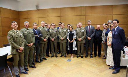 La alcaldesa asiste al concierto organizado por el Museo del Ejército con motivo de la Fiesta Nacional