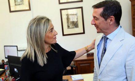 Milagros Tolón recibe al nuevo presidente de la Audiencia Provincial de Toledo, Juan Ramón Brigidano, en el Ayuntamiento