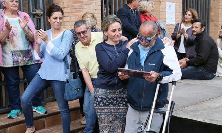 La alcaldesa traslada el pésame por la muerte de Guillermo Escolante, referente del movimiento vecinal de Toledo
