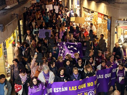 """El 25N reivindica medidas reales y efectivas para acabar con los asesinatos de mujeres y acción política """"valiente"""" en coeducación"""