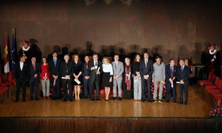 """La alcaldesa reconoce los valores de los premiados en el Día de la Ciudad calificándolos de """"referentes imprescindibles"""""""