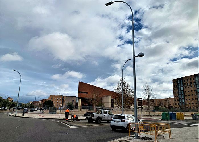 El Ayuntamiento de Toledo renueva el alumbrado de Valdeyernos con nuevas farolas que también iluminarán las aceras