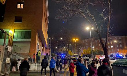 Desalojados los vecinos de varios portales por un incendio originado en el garaje del número 1 de la avenida de Francia