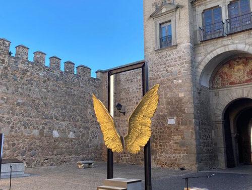 El Ayuntamiento de Toledo y la Fundación Jorge Marín acuerdan que las 'Alas de México' permanezcan en Toledo hasta el mes de julio